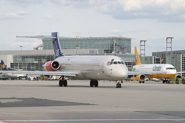 800px-McDonnell_Douglas_MD-87_(DC-9-87),_Scandinavian_Airlines_-_SAS_AN0866092