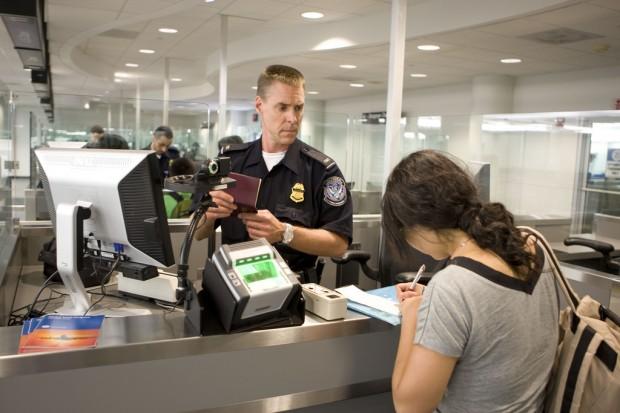 Imigração na chegada aos Estados Unidos (foto: divulgação U.S. Customs and Border Protection)