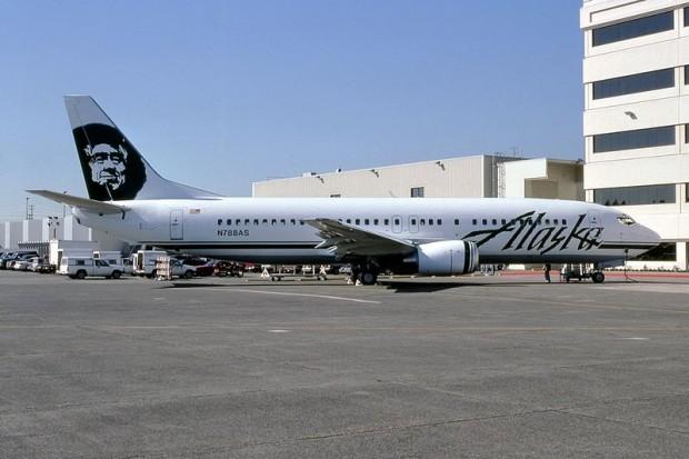 Boeing_737-490,_Alaska_Airlines_JP5950379