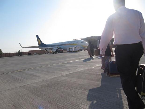 800px-Boarding_a_Jet_Airways_flight_at_Jodhpur_Airport