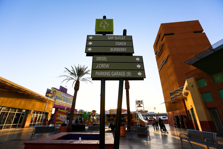 0b7ff33d7 Tag Outlet No Caminho De Las Vegas Para Los Angeles — waldon.protese ...