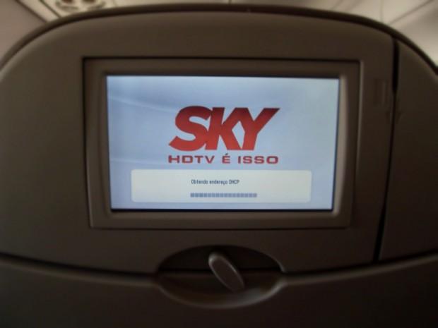Embraer 190 da AZUL com TV Sky ao vivo