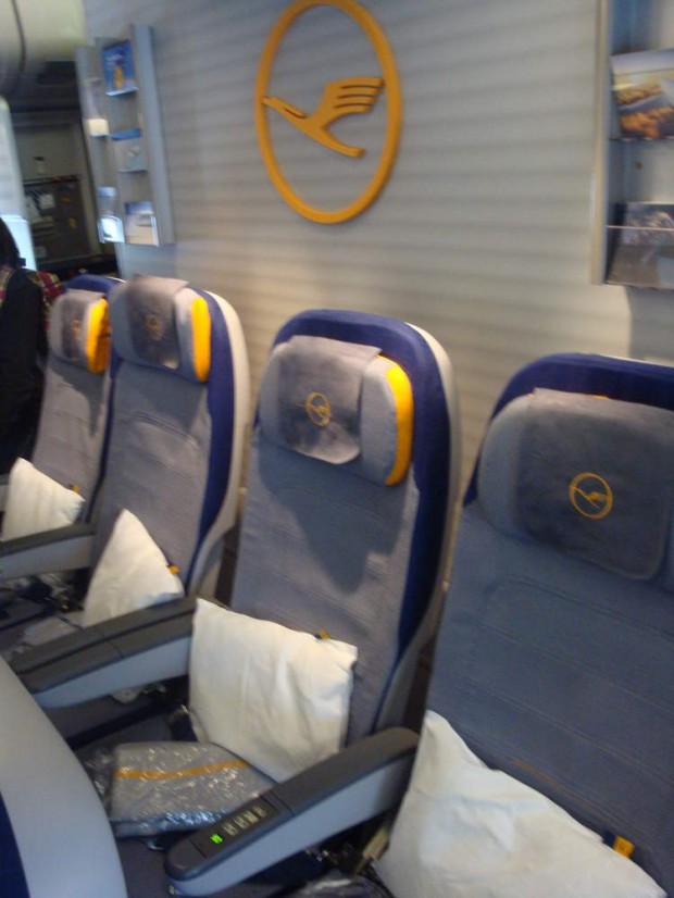 Poltrona Ultrafina Lufthansa classe econômica