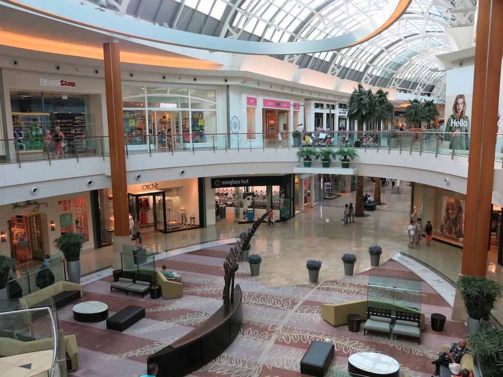 590c7782e Além dos outlets, Orlando tem ótimos shoppings. Os shoppings não têm  aqueles preços tão baixos quanto dos outlets, mas neles também é possível  encontrar ...