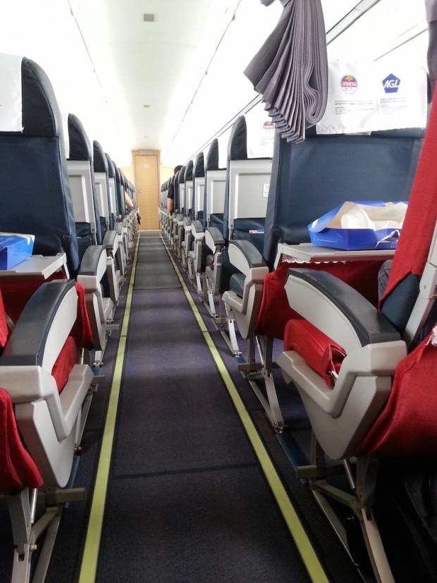 como-e-voar-lao-airlines-corredor