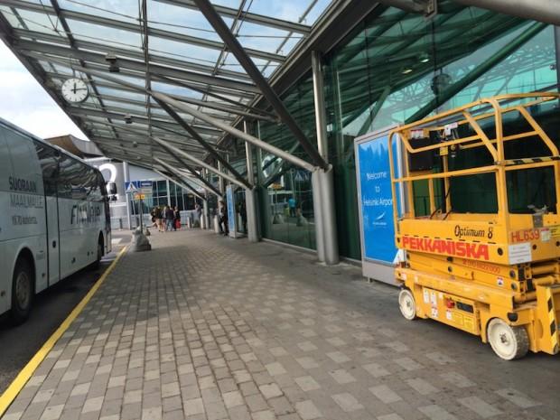 como-e-voar-finnair-entrada-aeroporto