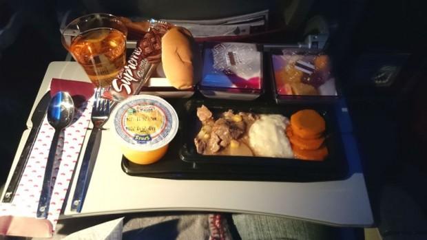 como-e-voar-qatar-airways-jantar