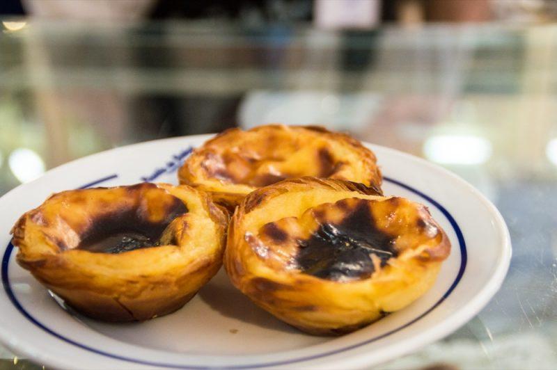 Os famosos pastéis de Belém recém-saídos do forno