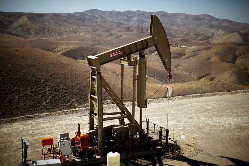 Undaunted by oil bust, financiers pour billions into US shale