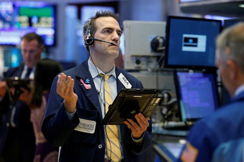 Banks, tech lead USA  stocks to modest gains