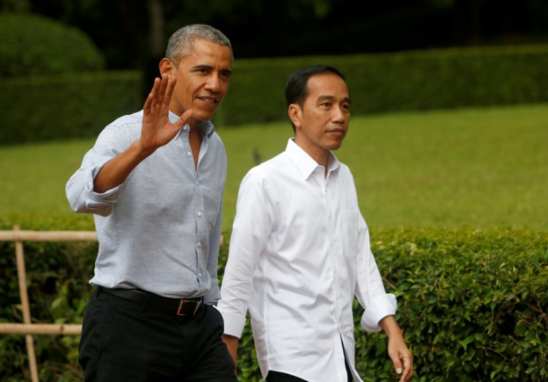 When Barack Obama toured Indonesia's royal palace with President Widodo
