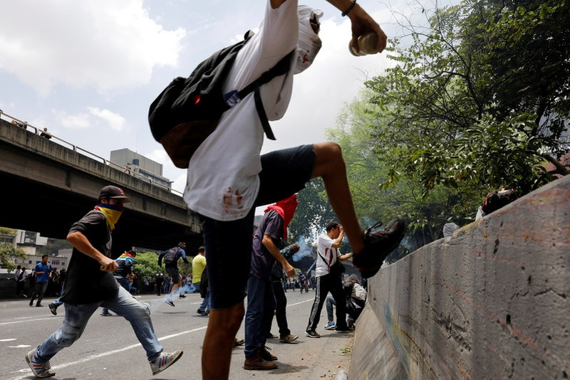 Venezuela crisis: Teenager shot dead at Caracas protest