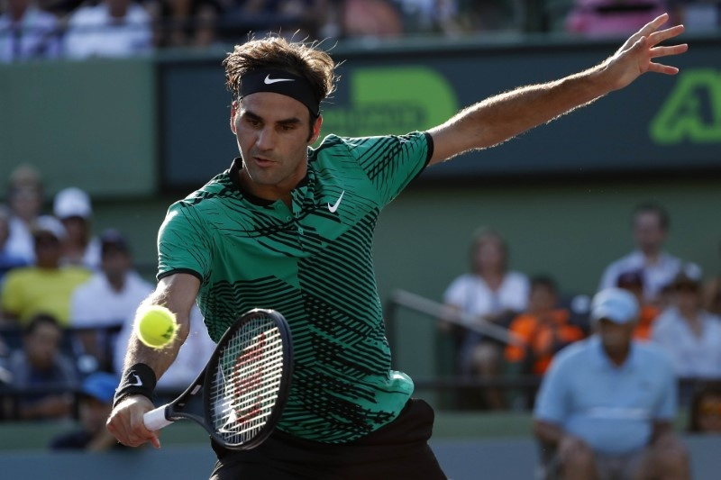 Federer secures place in Miami Open quarter-finals
