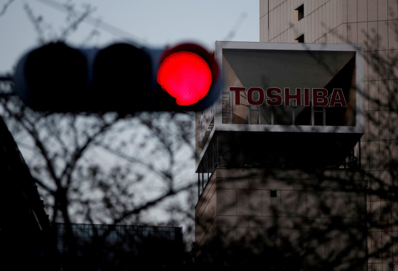 Toshiba seeks chips buyer June 15, blasts bidder Western Digital
