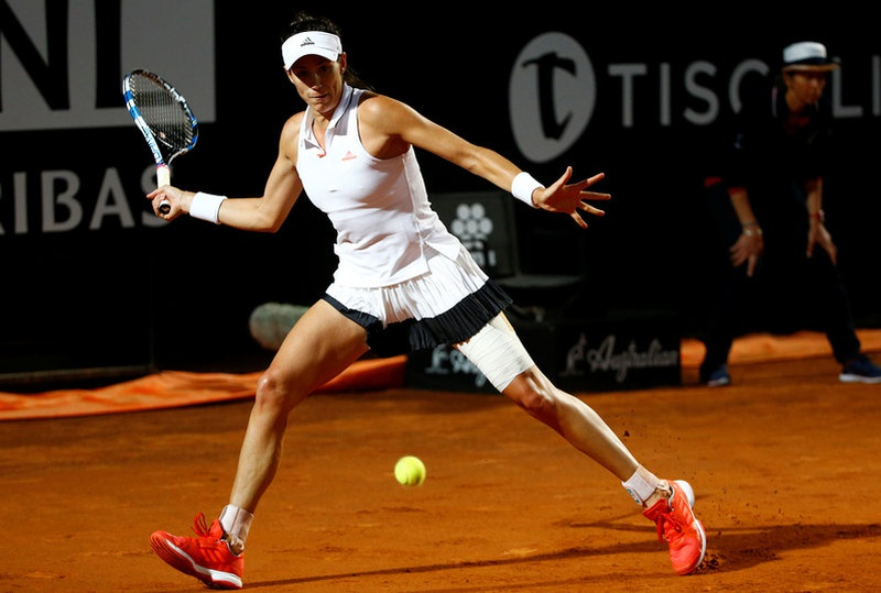 Muguruza downs Schiavone to reach second round
