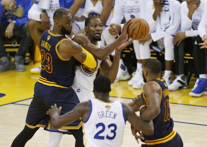 Kevin Durant denies staring down Rihanna in Warriors' Game 1 win