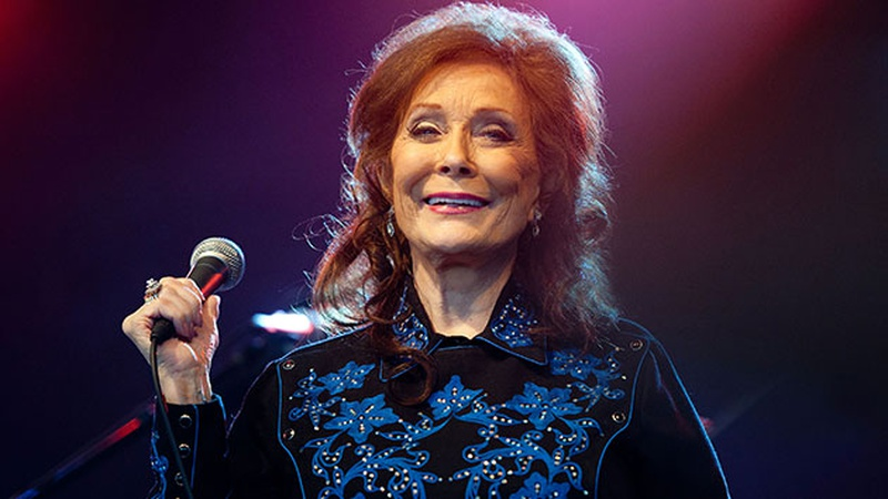 Loretta Lynn hospitalized after suffering stroke