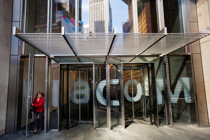 Drop in Viacom Ad Sales Fuels Stock Decline