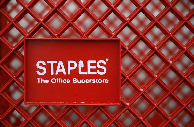Neuberger Berman Group LLC Sells 6367 Shares of Staples, Inc. (SPLS)