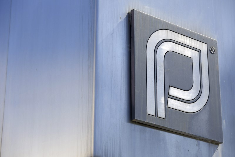 Small groups rally at Planned Parenthood in Iowa, Nebraska