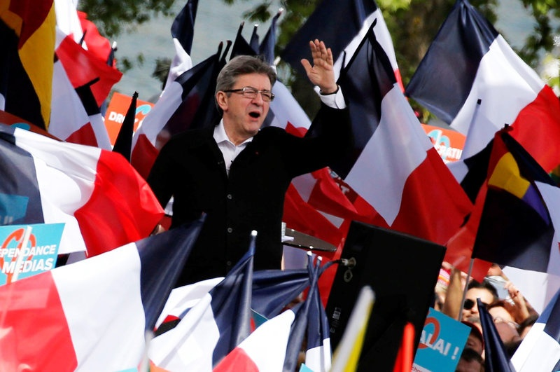 Melenchon, Fillon bridge gap on top two in France election