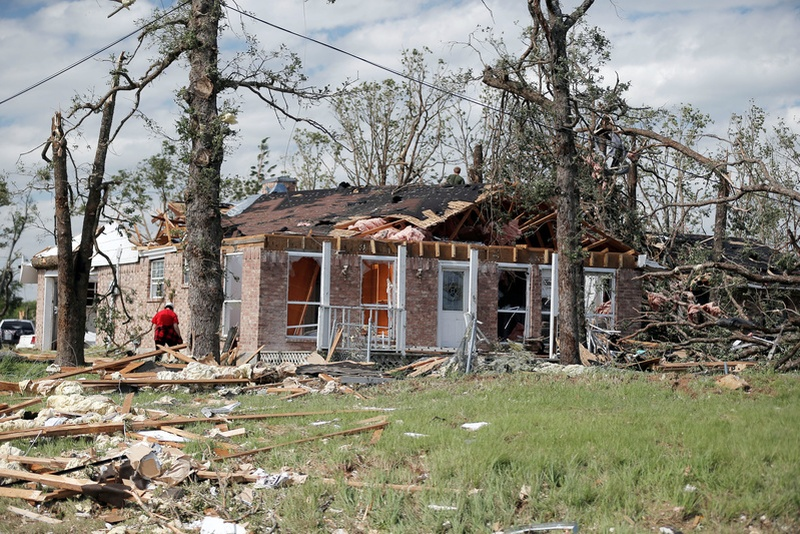 At least seven killed as tornadoes hit US