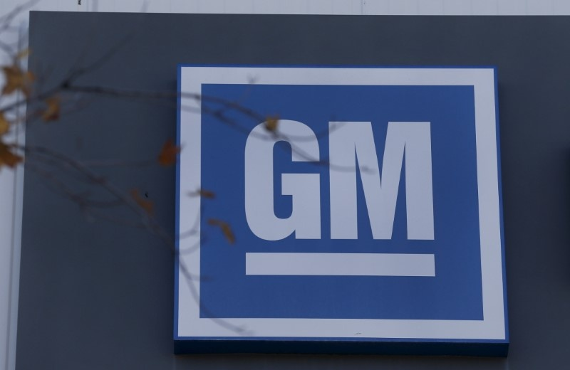 GM doubles down on self-driving cars, hiring 1100