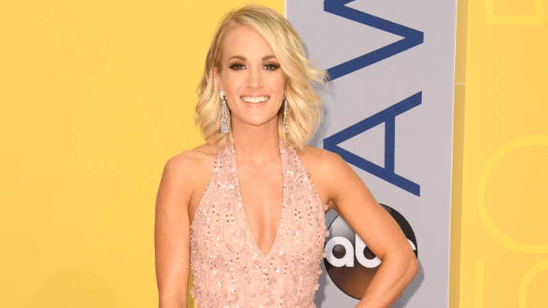 See Carrie Underwood Serenade NKOTB in Nashville