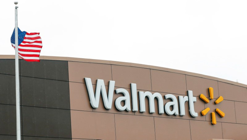 Wal-Mart Tops 1Q Profit Forecasts