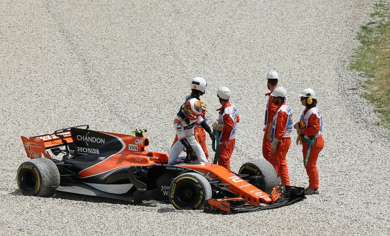 Alonso hits the court after latest McLaren problem