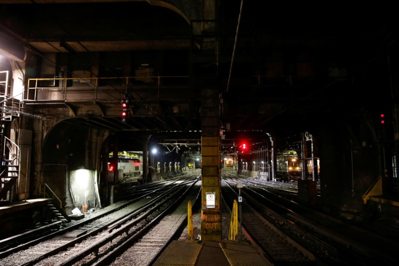NJ Transit train carrying 180 passengers derails at Penn Station