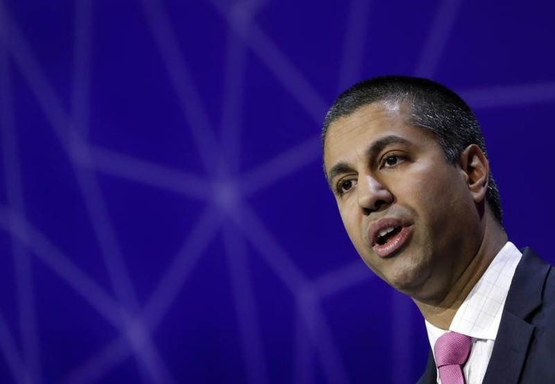 FCC chair comes out against phone calls on airplanes