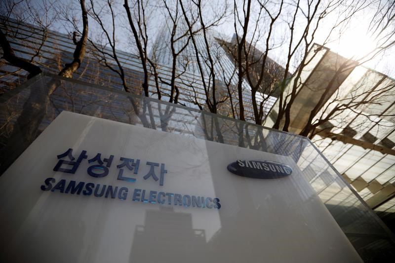 Samsung forms contract chip manufacturing division