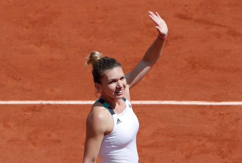 Simona Halep cruises into French Open quarterfinals