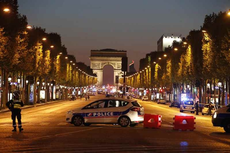 Frenchman Who Gunned Down Cops on Champs-Elysees ID'd