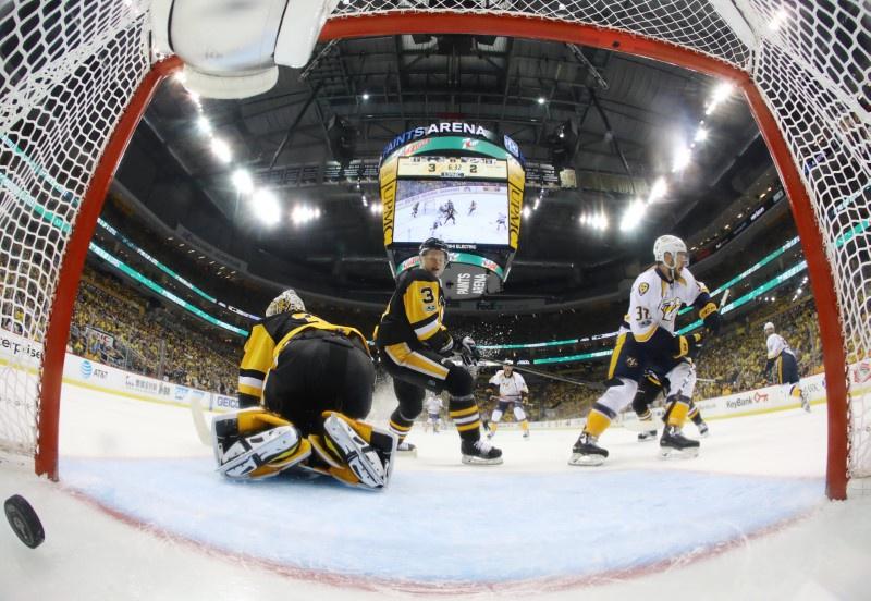 Penguins thwart Predators comeback attempt, take Game 1 5-3