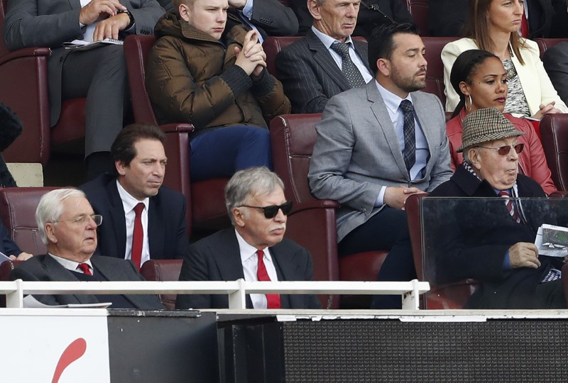 Arsenal shareholder Usmanov makes full takeover bid