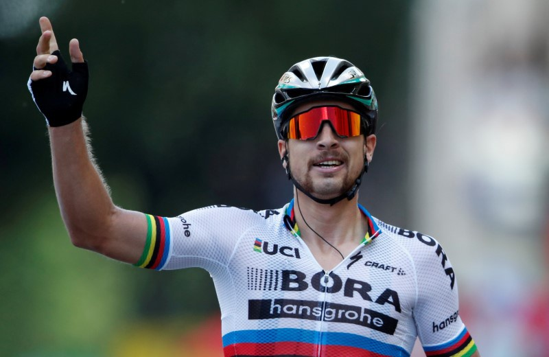 Sagan tops tour stage despite pedal problem in closing sprint