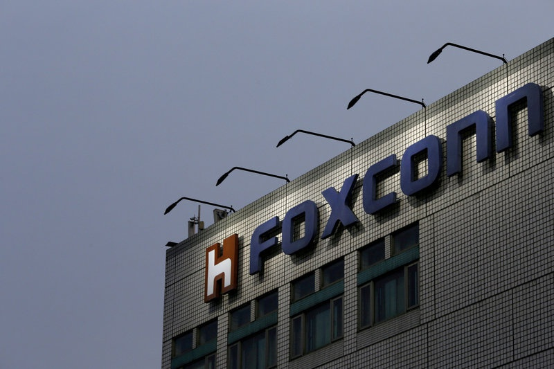 Foxconn says Apple, Dell part of its bid for Toshiba chip business