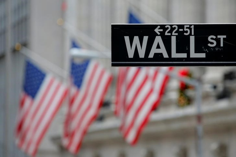 Wall St rallies in low volume led by banks, tech