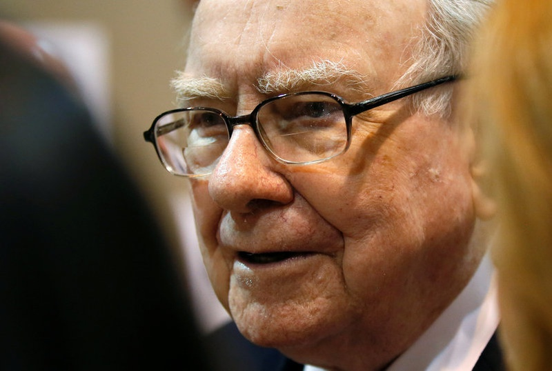 Buffett pans Wells Fargo's 'huge error,' admits missing on Google