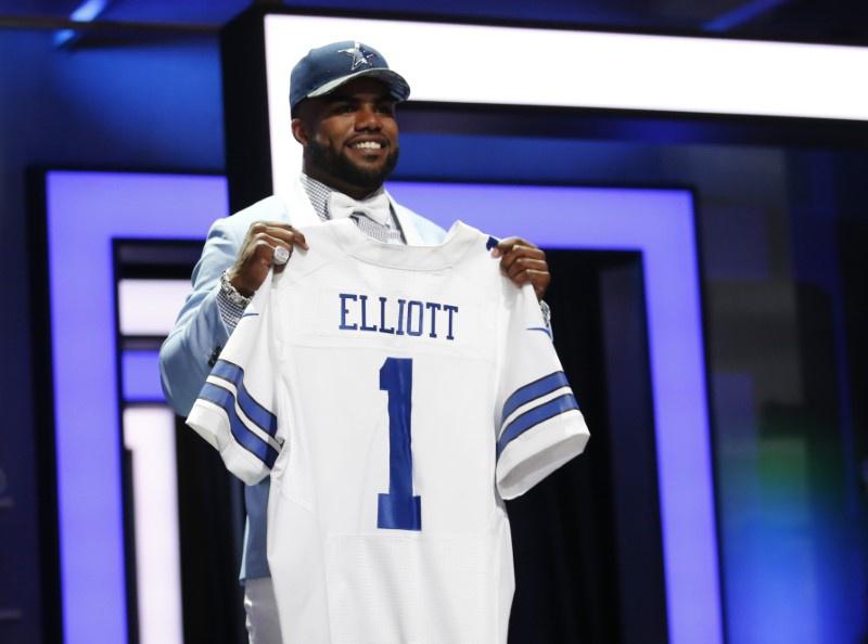 Cowboys' Ezekiel Elliott reportedly punched man in Dallas bar