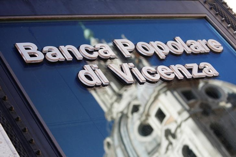 Italian PM 'guarantees' savers' accounts in 2 troubled banks