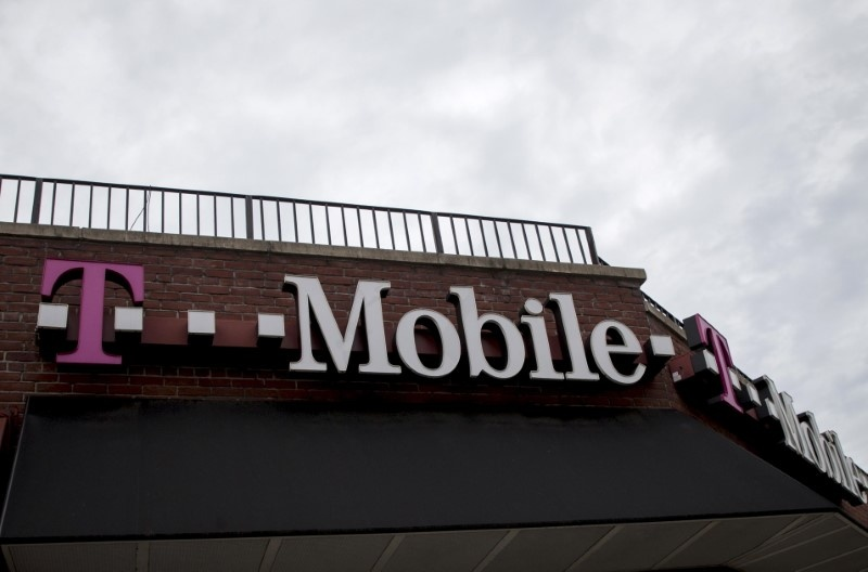 Mobile Slips: Q1 Revenue Misses, EPS Beats, Raises Year Subs View