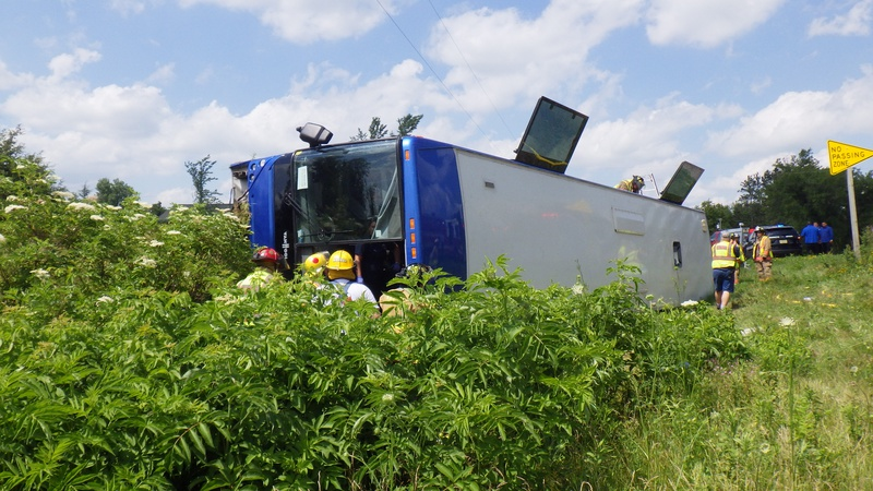 Eight injured in tour bus crash news wsau for Courtesy motors stevens point