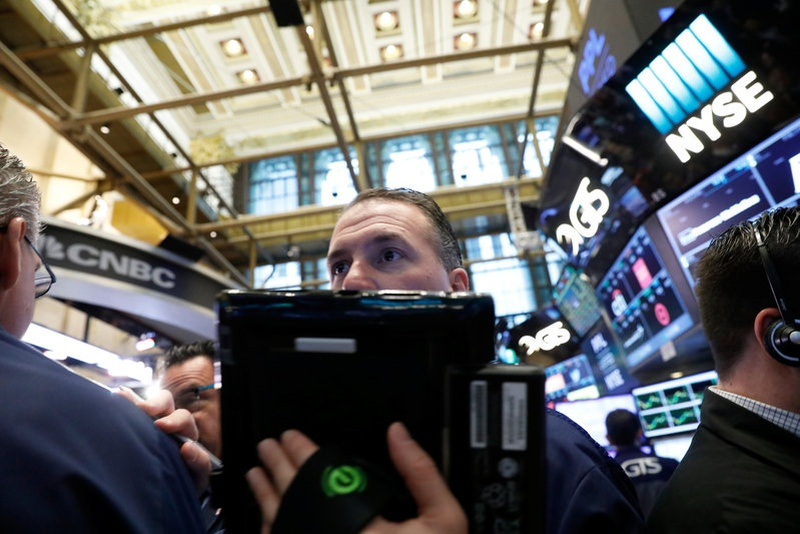 Wall St rallies on earnings; Nasdaq hits record