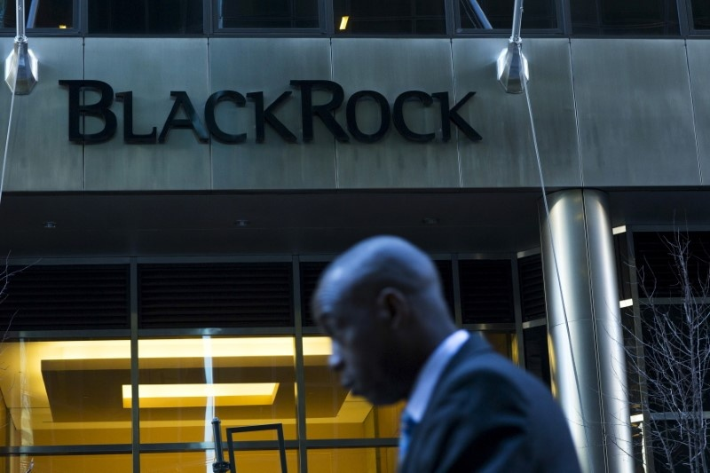 BlackRock cuts fees and jobs; stockpicking goes high-tech