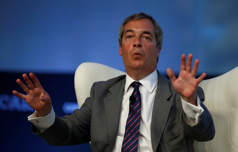 Farage plays down Russian Federation links