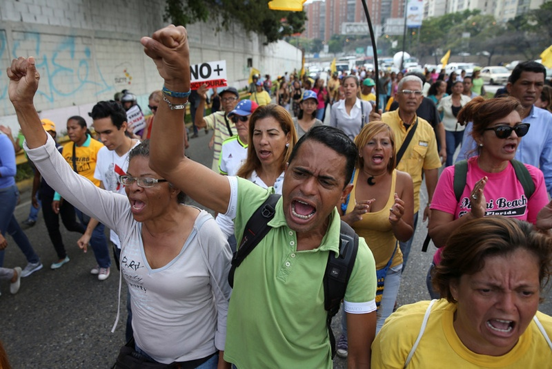 1 shot during protest against dictatorship attempts in Venezuela
