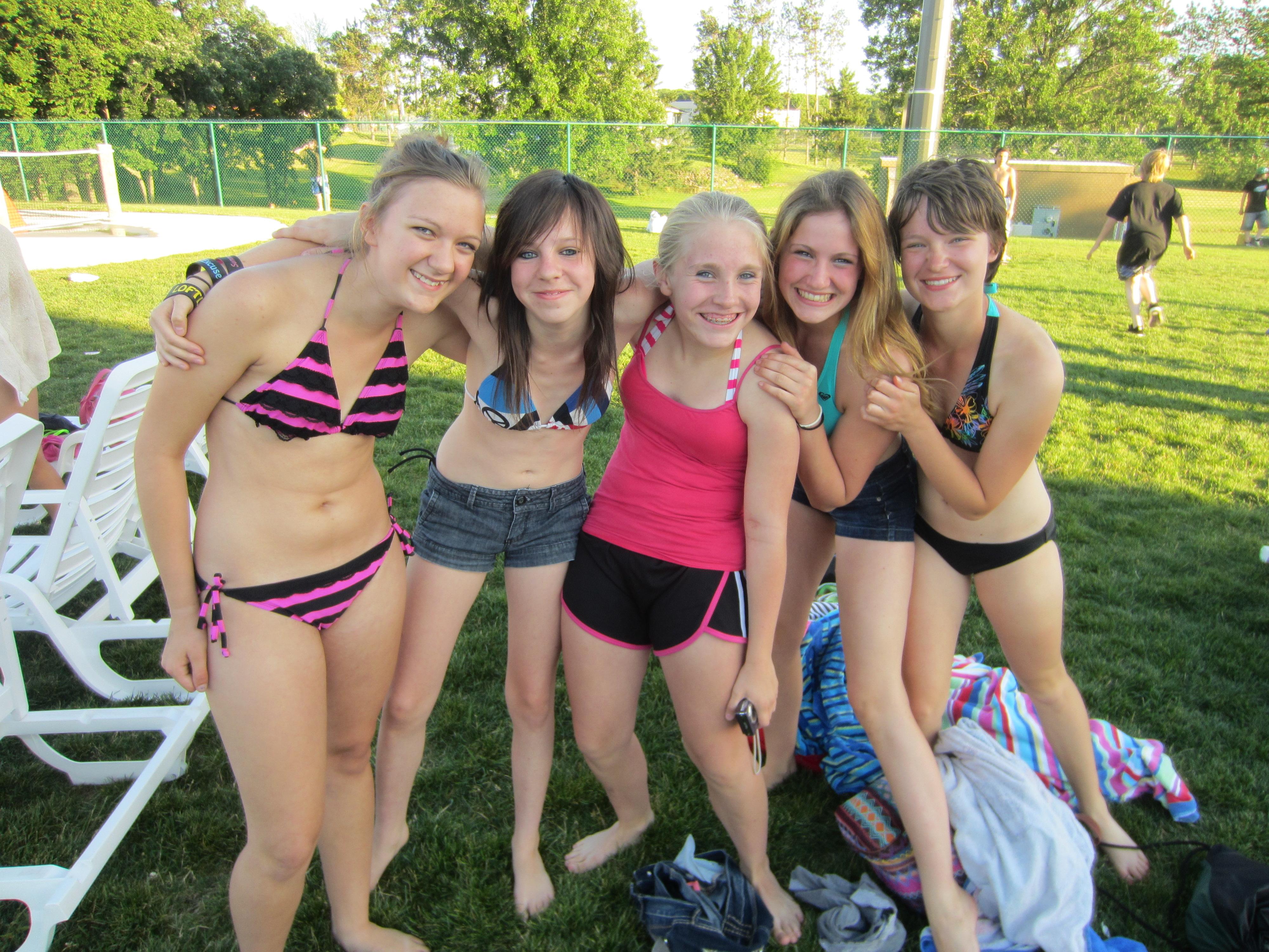 candid waterpark girls